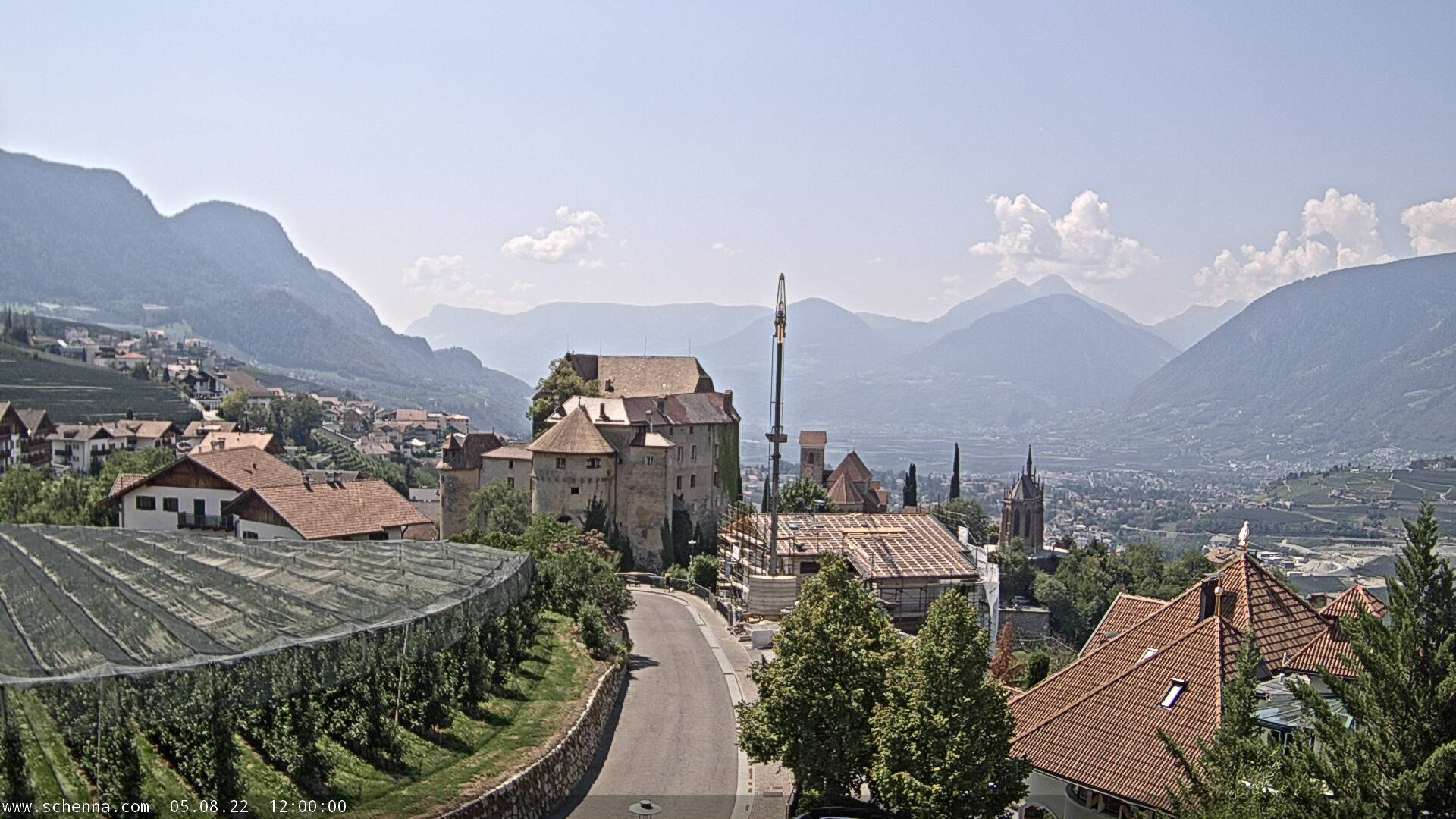3. View on Castle Schenna, in the background the Etschtal