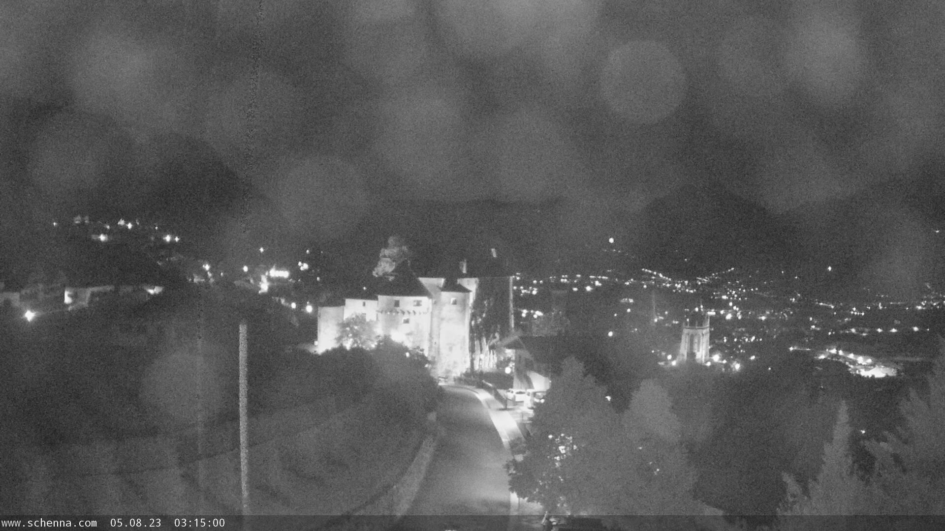 Vista sul Castello di Scena, in fondo Val d'Adige