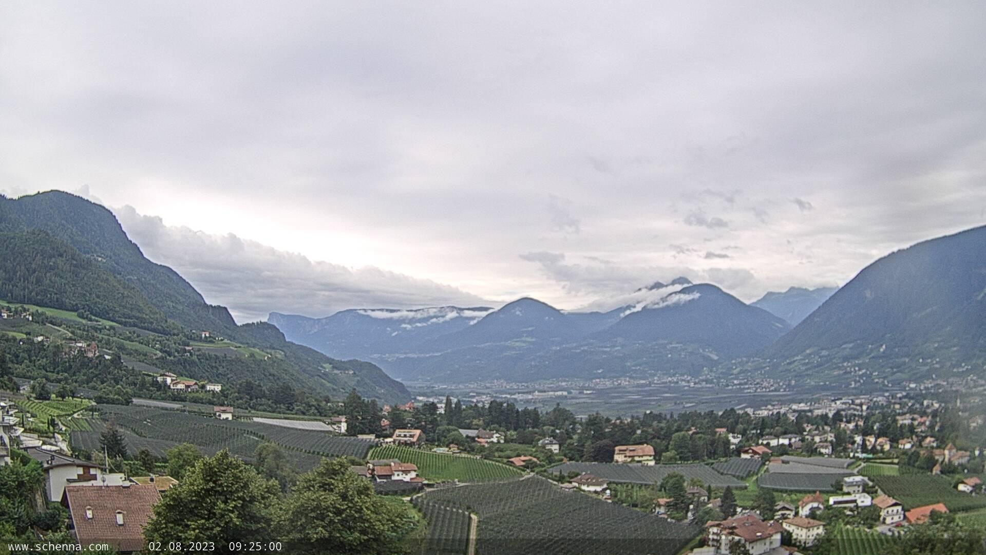Lido di Scena – piscina pubblica panoramica - Vista su Merano e Val d'Adige, in fondo Monte Luco