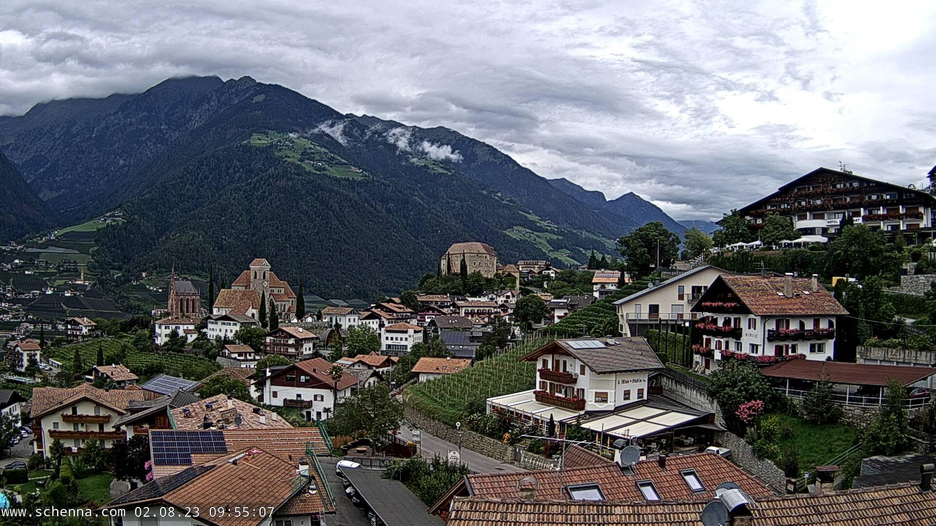 View on the village centre, in the background Hahnenkamm