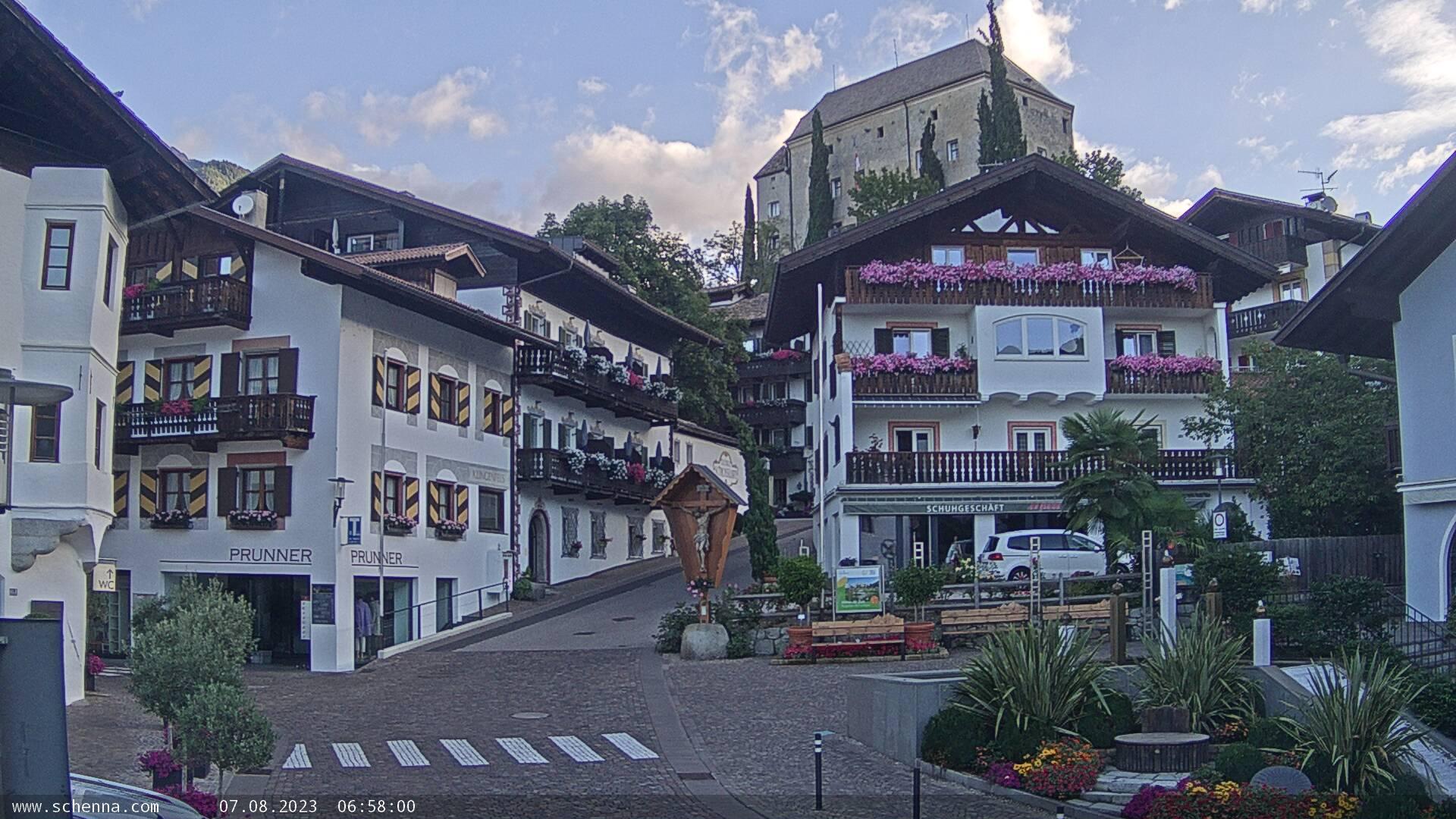 Center of Scena - Schlossweg with view on Castle Schenna