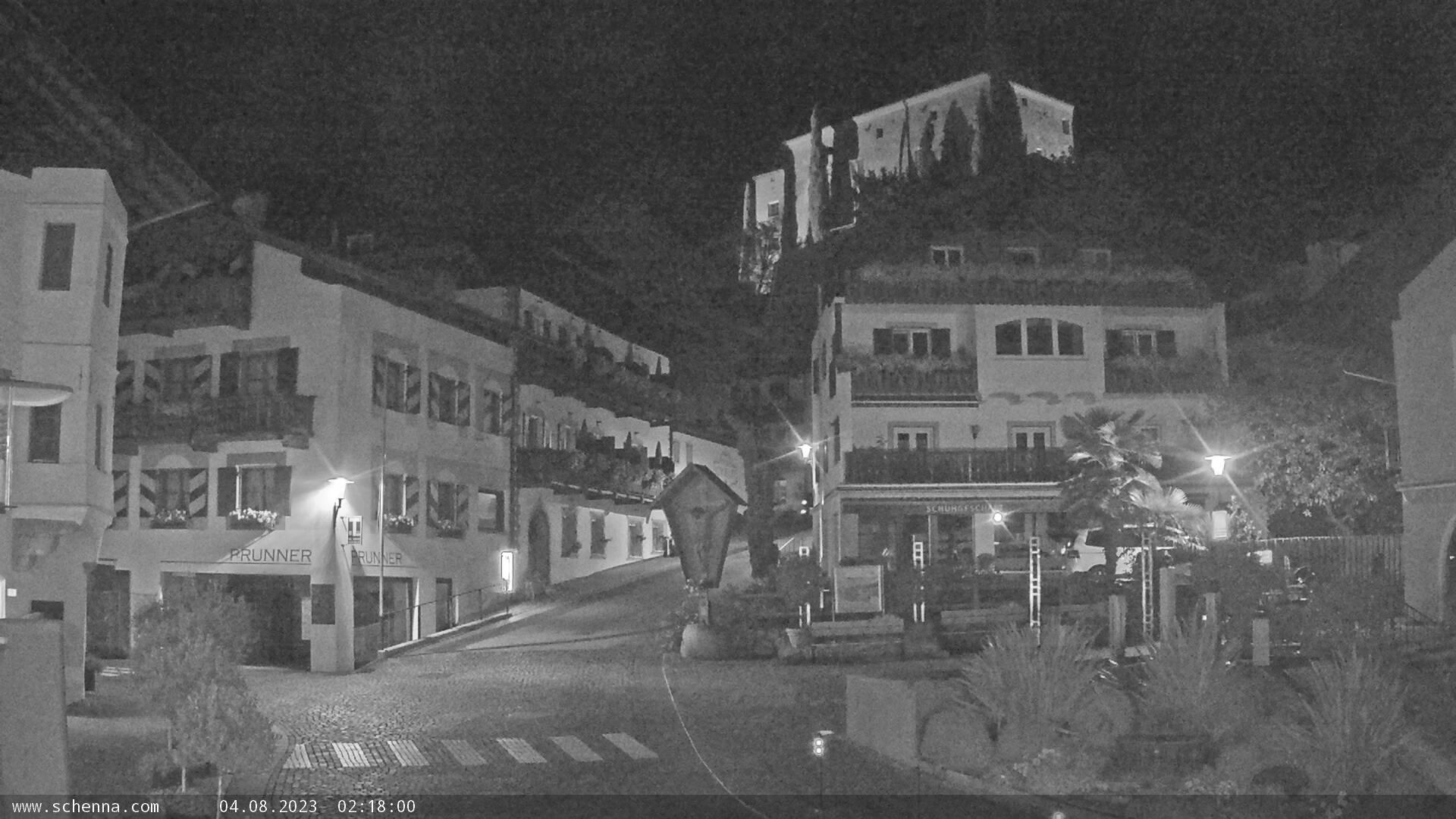 Ortszentrum von Schenna - Schlossweg mit Blick auf Schloss Schenna