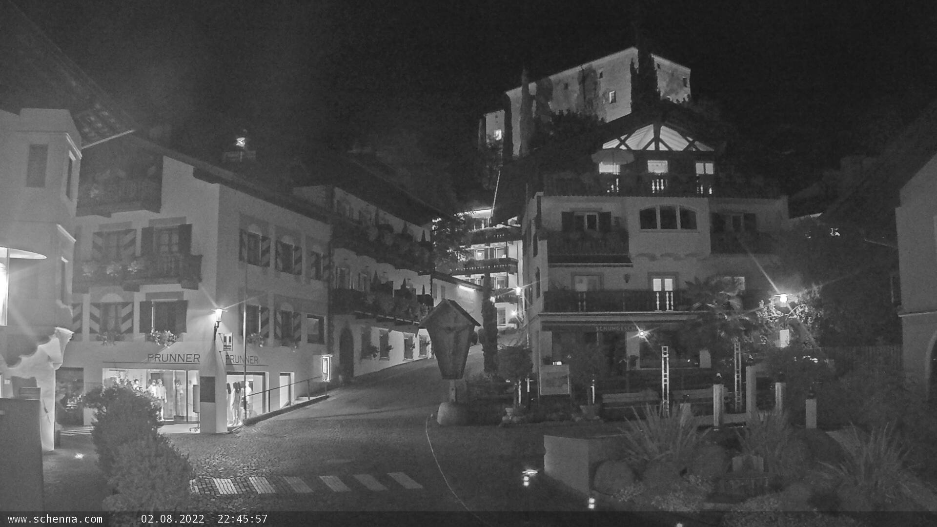 Center of Scena - Schlossweg with view on Castle Schenna